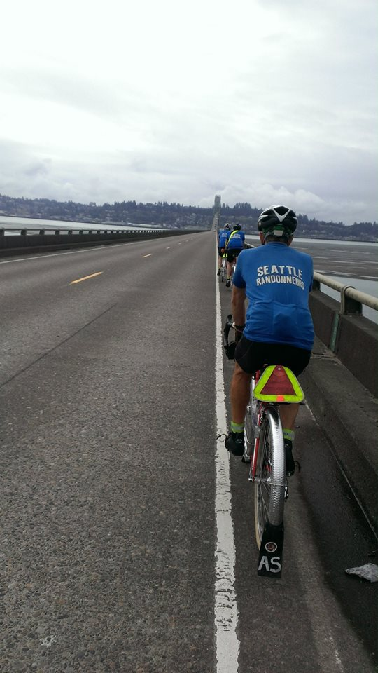 Noel, Jeff & Andy on the long Astoria bridge crossing (by Shan Perera)